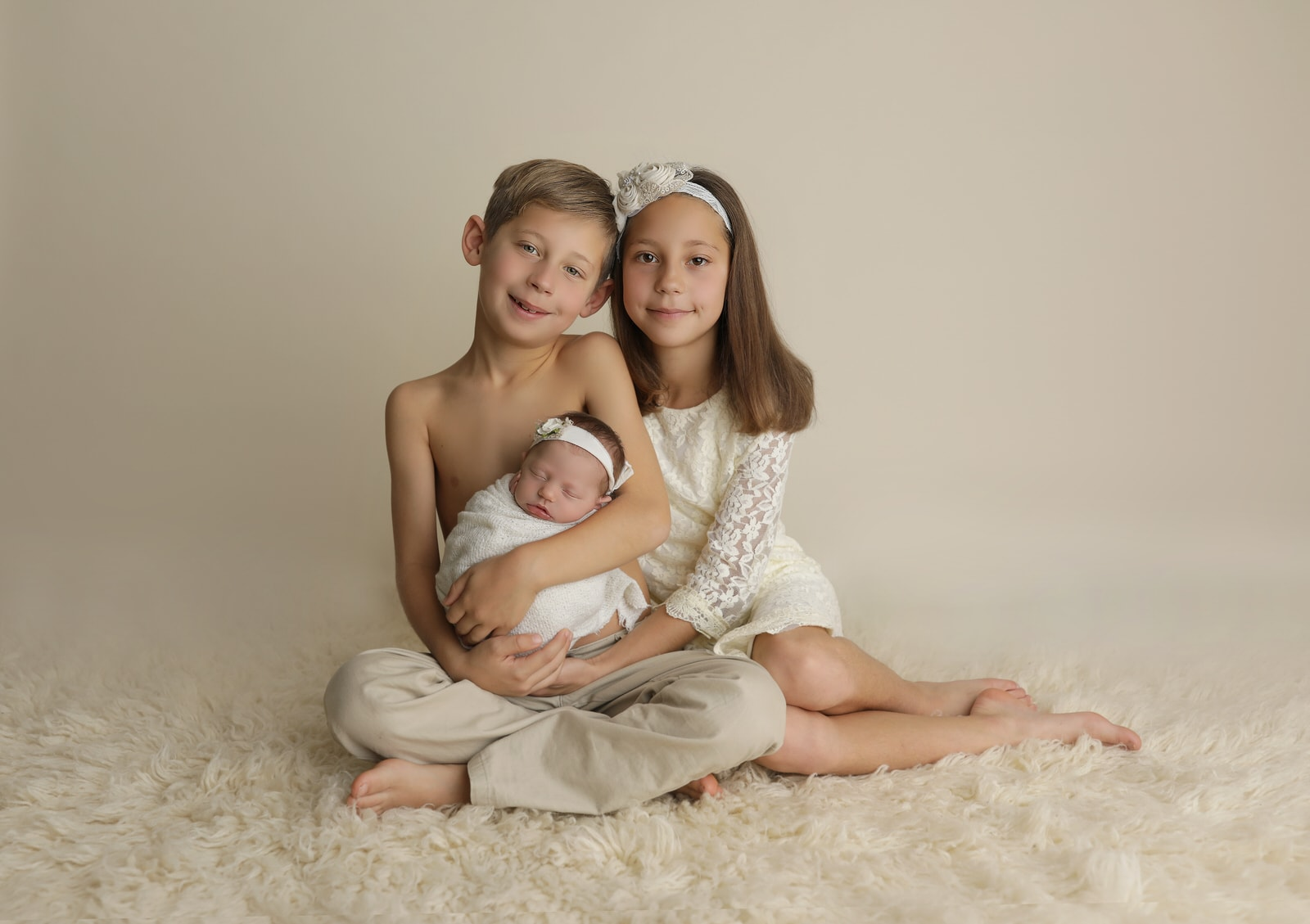 newborn photoshoot with older brother and sister near Harrisburg PA