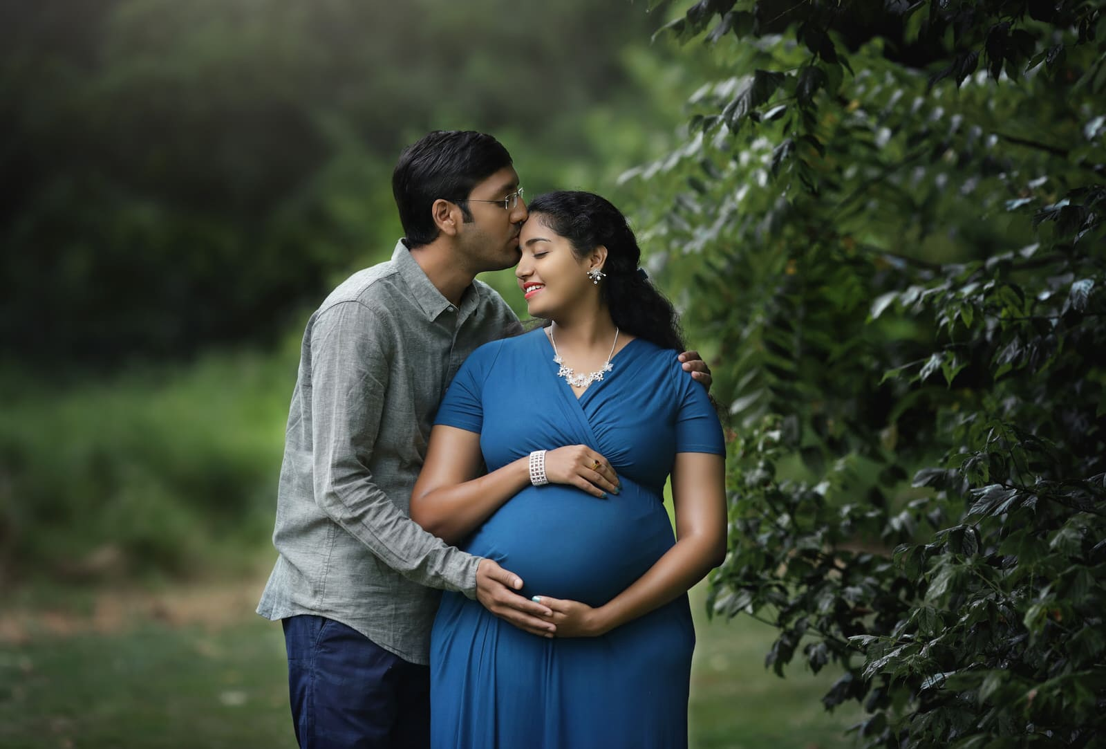 outdoor maternity photography by harrisburg newborn and family photographer, karissa zimmer