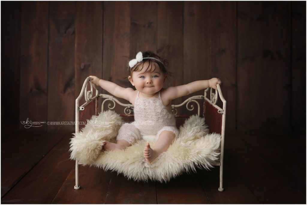 Baby photographer Karissa Zimmer photographed 6 month old sitter session