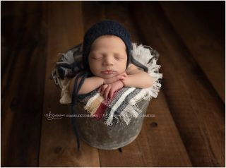 I'm going to be over sharing babies allllll winter. Just a heads up. I hope you love them as much as I do 😍😍😍 . . . . . . #customnewbornphotography #customnewbornphotographer #newbornbabyboy #newbornbabyphotographer #newbornphotographernearme #mechanicsburgnewbornphotographer #camphillnewbornphotographer #harrisburgnewbornphotography