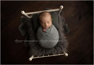 A little babe on a little bed ❤️  Are you expecting a baby this winter? NOW Is the time to reserve your December - March newborn session. Newborn sessions are very limited and fill several months in advance. Call to set up your planning consultation! 📷👶🏻❤️  #centralpanewbornphotographer #camphillnewbornphotographer #mechanicsburgbabyphotographer #harrisburgnewbornphotographer